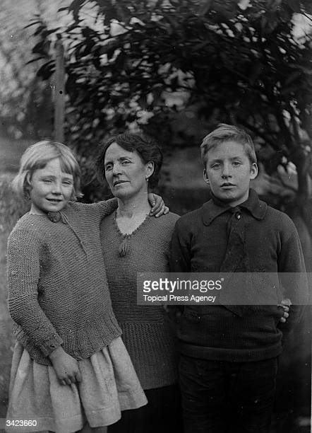 Mrs Arthur Griffith wife of Irish journalist founder of Sinn Fein and chief negotiator of the Irish Treaty Delegation Arthur Griffith with her son...
