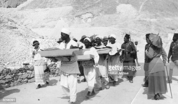 Bearers remove objects from the tomb of King Tutankhamen in the Valley of the Kings near Luxor