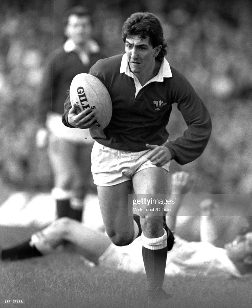 06 February 1988 5 Nations Rugby Union England v Wales Welsh scrumhalf Robert Jones makes a break