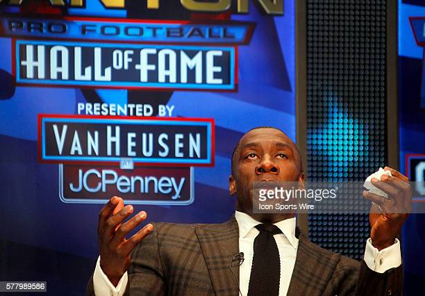 Shannon Sharpe gives thanks to God during the 2011 Pro Football Hall of Fame Press Conference at the Sheraton Dallas Super Bowl Media Center XLV in...