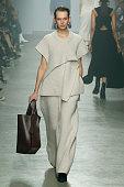 Christian Wijnants : Runway - Paris Fashion Week...