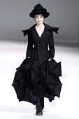 Yohji Yamamoto : Runway - Paris Fashion Week Womenswear...