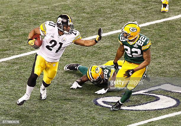 Pittsburgh Steelers RB Mewelde Moore straight arms Green Bay Packers CB Pat Lee during the fourth quarter of the Pittsburgh Steelers game versus the...
