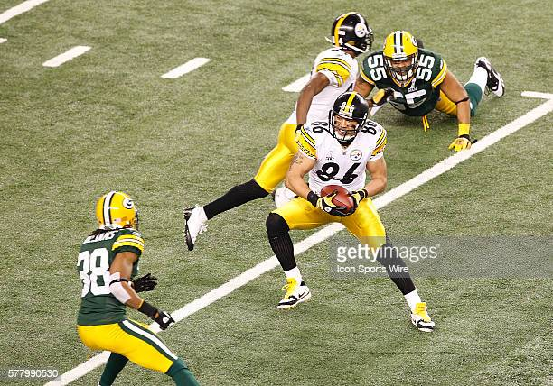 Pittsburgh Steelers WR Hines Ward runs after making a catch during the fourth quarter of the Pittsburgh Steelers game versus the Green Bay Packers in...
