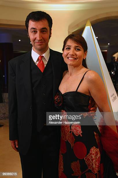 Federal chairman of Germany's Greens party Cem Oezdemir arrives with his wife Pia Castro for the Goldene Sportpyramide Award at the Adlon Hotel on...