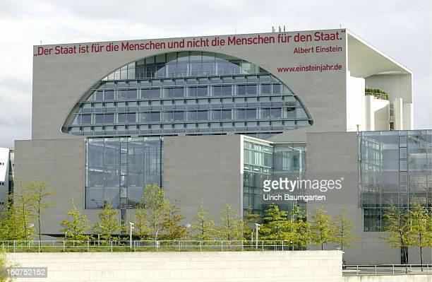 Federal chancellery with quotation of Albert Einstein Der Staat ist fuer die Menschen und nicht die Menschen fuer den Staat
