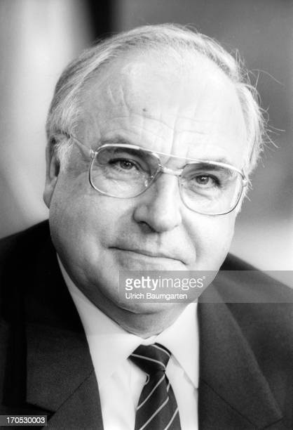 Federal Chancellor Helmut Kohl CDU on October18 1989 in Bonn Germany