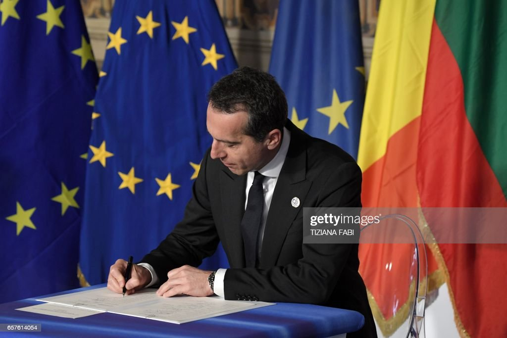 Federal Chancellor of Austria Christian Kern signs the new Rome declaration with leaders of 27 European Union countries special during a summit of EU leaders to mark the 60th anniversary of the bloc's founding Treaty of Rome, on March 25, 2017 at Rome's Piazza del Campidoglio (Capitoline Hill). Against a backdrop of crises and in the absence of the departing Britain, the leaders signed a new Rome declaration, six decades after the six founding members signed the Treaty of Rome and gave birth to the European Economic Community. PHOTO / Tiziana FABI