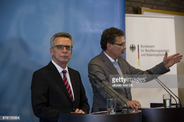 Federal Interior Minister Thomas de Maiziere presents together with the President of the Federal Office of Civil Protection and Disaster Assistance...