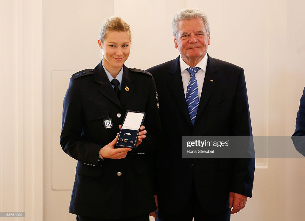 Federal President <a gi-track='captionPersonalityLinkClicked' href=/galleries/search?phrase=Joachim+Gauck&family=editorial&specificpeople=2077888 ng-click='$event.stopPropagation()'>Joachim Gauck</a> (R) awards <a gi-track='captionPersonalityLinkClicked' href=/galleries/search?phrase=Amelie+Kober&family=editorial&specificpeople=869316 ng-click='$event.stopPropagation()'>Amelie Kober</a>, bronze medalist of the women's Parallel Slalom the Silbernes Lorbeerblatt during the Silbernes Lorbeerblatt Award Ceremony at Schloss Bellevue on May 8, 2014 in Berlin, Germany.