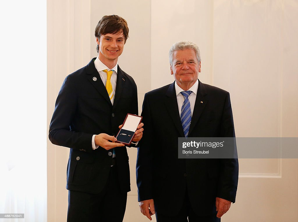 Federal President <a gi-track='captionPersonalityLinkClicked' href=/galleries/search?phrase=Joachim+Gauck&family=editorial&specificpeople=2077888 ng-click='$event.stopPropagation()'>Joachim Gauck</a> (R) awards <a gi-track='captionPersonalityLinkClicked' href=/galleries/search?phrase=Andreas+Wank&family=editorial&specificpeople=2507492 ng-click='$event.stopPropagation()'>Andreas Wank</a>, gold medalist for the men's Team Ski Jumping the Silbernes Lorbeerblatt during the Silbernes Lorbeerblatt Award Ceremony at Schloss Bellevue on May 8, 2014 in Berlin, Germany.