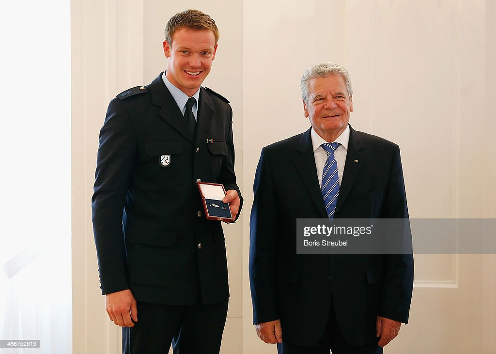Federal President Joachim Gauck (R) awards Felix Loch, gold medalist of the men's Luge Singles and gold medalist of the Luge Team Relay the Silbernes Lorbeerblatt during the Silbernes Lorbeerblatt Award Ceremony at Schloss Bellevue on May 8, 2014 in Berlin, Germany.