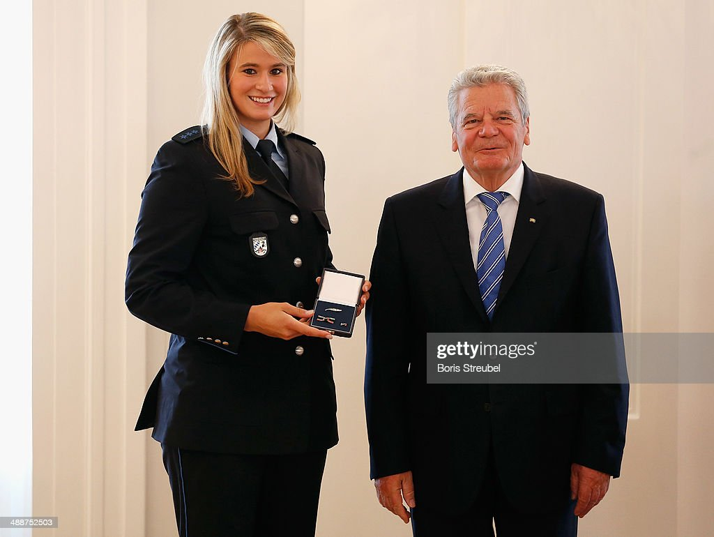 Federal President <a gi-track='captionPersonalityLinkClicked' href=/galleries/search?phrase=Joachim+Gauck&family=editorial&specificpeople=2077888 ng-click='$event.stopPropagation()'>Joachim Gauck</a> (R) awards <a gi-track='captionPersonalityLinkClicked' href=/galleries/search?phrase=Natalie+Geisenberger&family=editorial&specificpeople=4698568 ng-click='$event.stopPropagation()'>Natalie Geisenberger</a>, gold medalist of the woman's Luge Single and gold medalist of the Luge Team Relay the Silbernes Lorbeerblatt during the Silbernes Lorbeerblatt Award Ceremony at Schloss Bellevue on May 8, 2014 in Berlin, Germany.