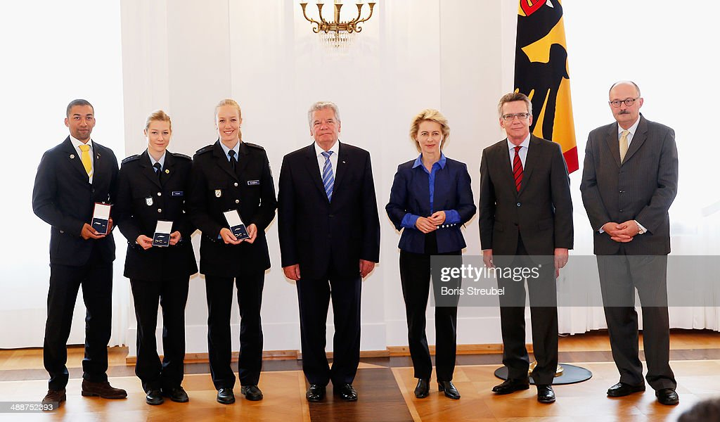 Federal President Joachim Gauck (C), Ursula von der Leyen (3.R), Germany's minister of defence, German Minister of the Interior Thomas de Maiziere (2.R) and Michael Meister (R), Germany's parliamentary undersecretary pose with Germany's Parallel Slalom and Figure Skating Pairs Free Skating medalists during the Silbernes Lorbeerblatt Award Ceremony at Schloss Bellevue on May 8, 2014 in Berlin, Germany.