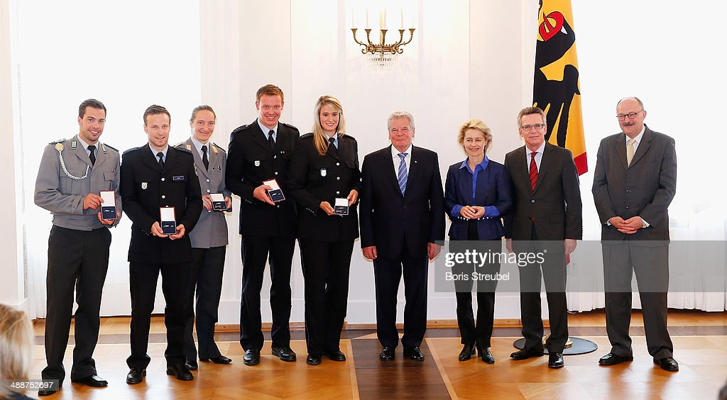 Federal President <a gi-track='captionPersonalityLinkClicked' href=/galleries/search?phrase=Joachim+Gauck&family=editorial&specificpeople=2077888 ng-click='$event.stopPropagation()'>Joachim Gauck</a> (4.R), <a gi-track='captionPersonalityLinkClicked' href=/galleries/search?phrase=Ursula+von+der+Leyen&family=editorial&specificpeople=4249207 ng-click='$event.stopPropagation()'>Ursula von der Leyen</a> (3.R), Germany's minister of defence, German Minister of the Interior <a gi-track='captionPersonalityLinkClicked' href=/galleries/search?phrase=Thomas+de+Maiziere&family=editorial&specificpeople=618845 ng-click='$event.stopPropagation()'>Thomas de Maiziere</a> (2.R) and Michael Meister (R), Germany's parliamentary undersecretary pose with Germany's Luge medalists during the Silbernes Lorbeerblatt Award Ceremony at Schloss Bellevue on May 8, 2014 in Berlin, Germany.