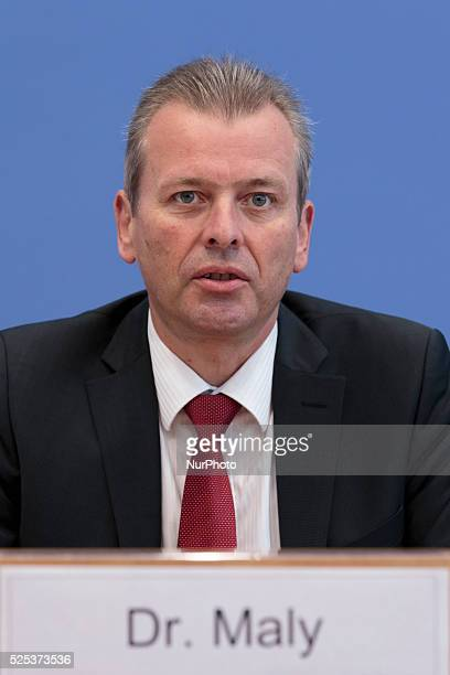 Federal Press Conference with the president of the German Federation of Towns Ulrich Maly the managing director of the German Federation of Towns...