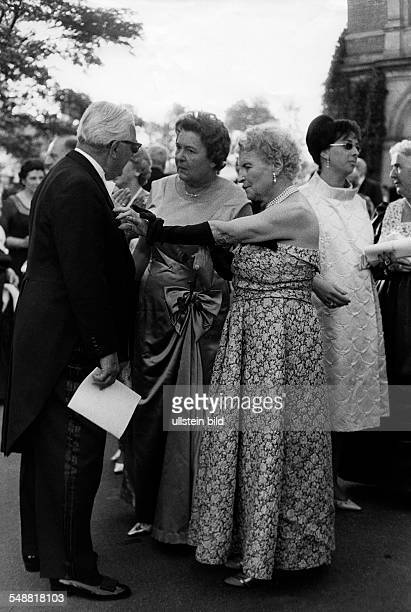 Federal Republic of Germany Bavaria Bayreuth Bayreuth Festival guests 1962 Photographer Jochen Blume Vintage property of ullstein bild