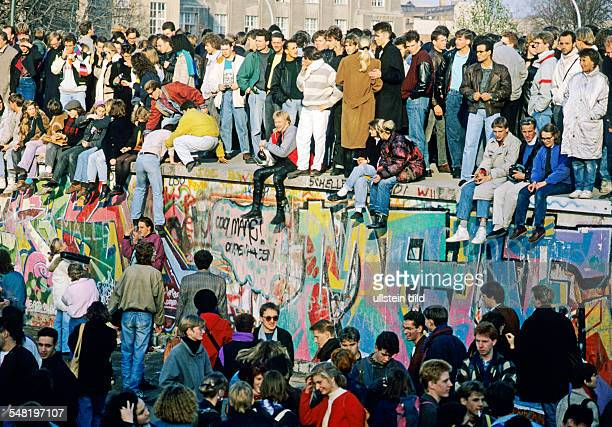Federal Republic of Germany Berlin Mitte Fall of the Wall People on the wall