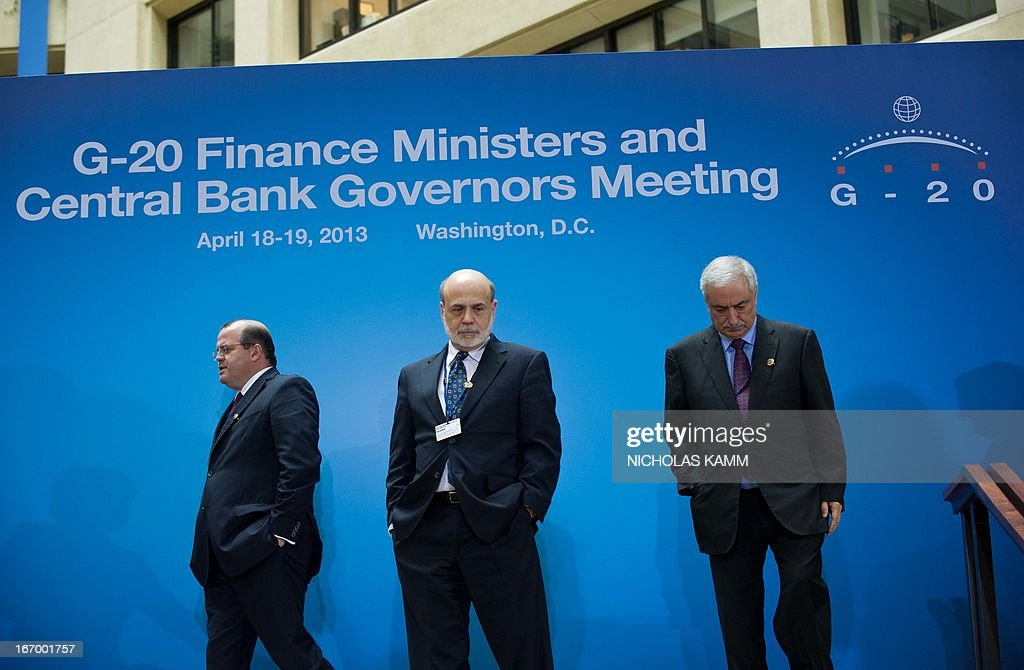 US Federal Reserve chairman Ben Bernanke (C) arrives for a family photo of finance ministers and central bank governors following the G20 meeting at the 2013 World Bank/IMF Spring meetings in Washington on April 19, 2013. AFP PHOTO/Nicholas KAMM