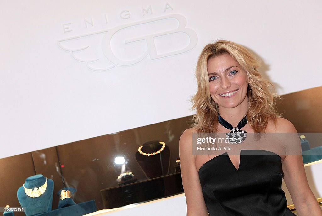 Federica Fontana attends the 'Luce Preziosa' presentation at the GB ENIGMA by Gianni Bulgari boutique on December 13, 2013 in Rome, Italy. Luce Preziosa is an inspiring christmas jewellery and light TechoArt opera by the artist Geo Florenti.