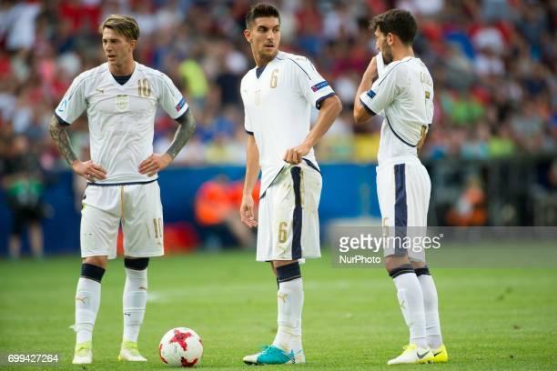 Federico Bernardeschi Lorenzo Pellegrini and Danilo Cataldi of Italy prepare for a free kick during the UEFA European Under21 Championship 2017 Group...