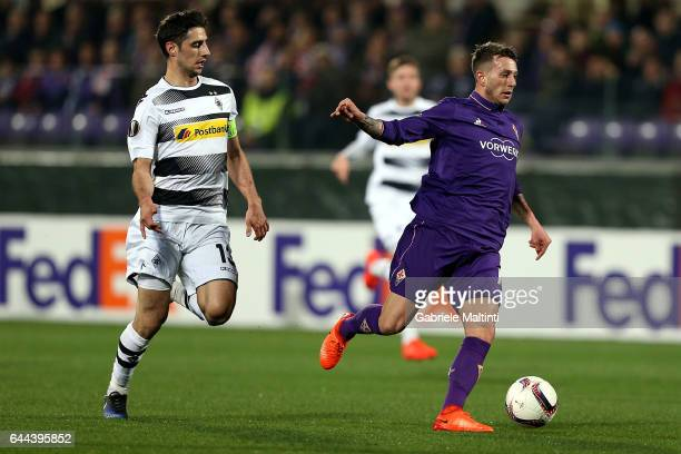 Federico Bernardeschi of ACF Fiorentina battles for the ball with Lars Stindl of Borussia Moenchengladbach during the UEFA Europa League Round of 32...