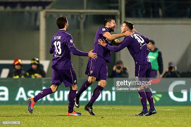 Federico Bernardeschi of ACF Fiorentina celebrates after scoring a goal during the Serie A match between ACF Fiorentina and SSC Napoli at Stadio...