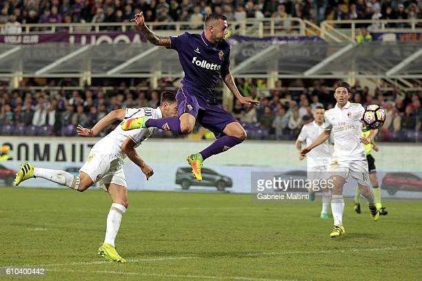 Federico Bernardeschi of ACF Fiorentina in action during the Serie A match between ACF Fiorentina and AC Milan at Stadio Artemio Franchi on September...