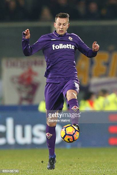 Federico Bernardeschi of ACF Fiorentina in action during the Serie A match between ACF Fiorentina and SSC Napoli at Stadio Artemio Franchi on...