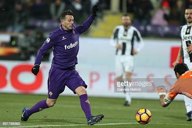 Federico Bernardeschi of ACF Fiorentina ion action during the Serie A match between ACF Fiorentina and Juventus FC at Stadio Artemio Franchi on...