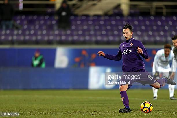 Federico Bernardeschi of ACF Fiorentina scores the opening goal during the TIM Cup match between ACF Fiorentina and AC ChievoVerona at Stadio Artemio...