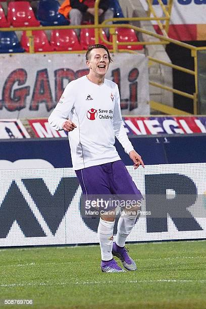 Federico Bernardeschi of ACXF Fiorentina celebrates after scoring the opening goal during the Serie A match between Bologna FC and ACF Fiorentina at...