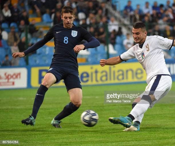 Federico Bonazzoli of Italy U20 shoots the ball during the 8 Nations Tournament match between Italy U20 and England U20 on October 5 2017 in...