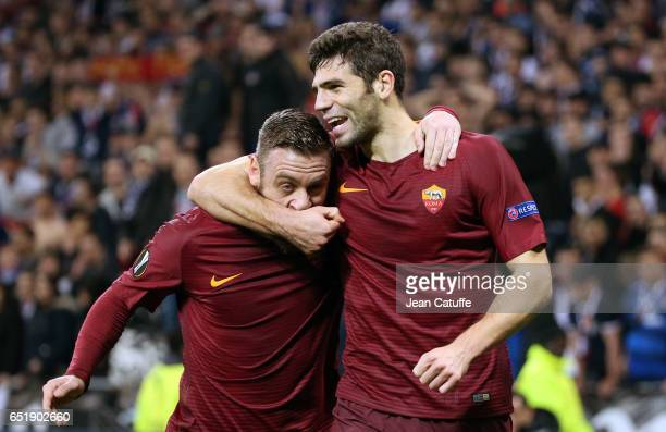 Federico Fazio of AS Roma celebrates his goal with Daniele de Rossi of AS Roma during the UEFA Europa League Round of 16 first leg match between...
