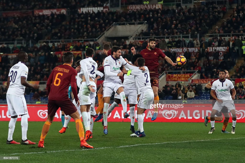 Federico Fazio of AS Roma heads his side's second goal during the Serie A match between AS Roma and ACF Fiorentina at Stadio Olimpico on February 7, 2017 in Rome, Italy.
