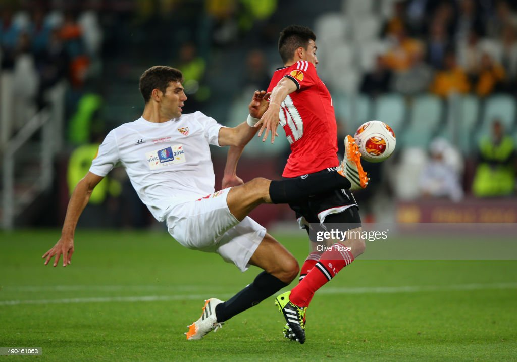<a gi-track='captionPersonalityLinkClicked' href=/galleries/search?phrase=Federico+Fazio&family=editorial&specificpeople=4104263 ng-click='$event.stopPropagation()'>Federico Fazio</a> of Sevilla tackles <a gi-track='captionPersonalityLinkClicked' href=/galleries/search?phrase=Nicolas+Gaitan&family=editorial&specificpeople=5538639 ng-click='$event.stopPropagation()'>Nicolas Gaitan</a> of Benfica in the area during the UEFA Europa League Final match between Sevilla FC and SL Benfica at Juventus Stadium on May 14, 2014 in Turin, Italy.