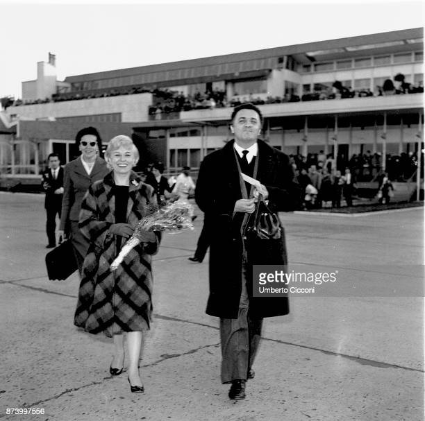 Federico Fellini is with Giulietta Masina she is about to leave for Germany