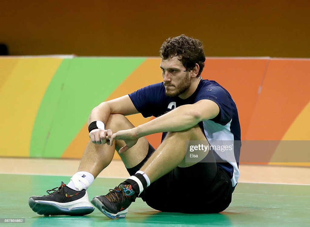 Federico Fernandez #2 of Argentina reacts to the loss to Croatia n Day 4 of the Rio 2016 Olympic Games at the Future Arena on August 9, 2016 in Rio de Janeiro, Brazil.Croatia defeated Argentina 27-26.
