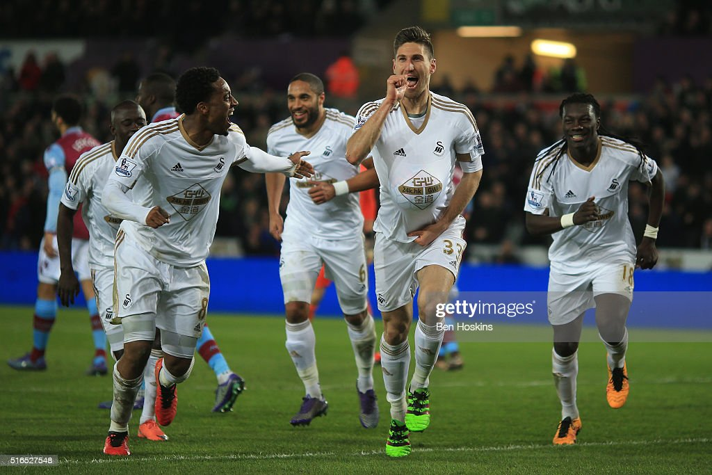Federico Fernandez (2nd R) of Swansea City celebrates scoring his team's first goal with his team mates during the Barclays Premier League match between Swansea City and Aston Villa at Liberty Stadium on March 19, 2016 in Swansea, United Kingdom.