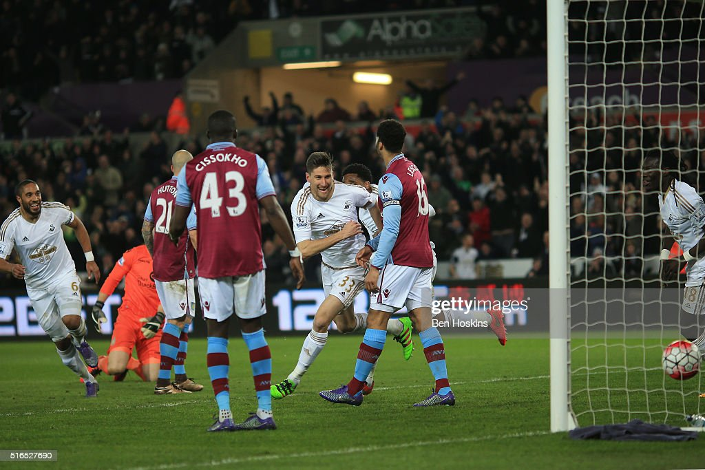 Federico Fernandez (C) of Swansea City celebrates scoring his team's first goal with his team mates during the Barclays Premier League match between Swansea City and Aston Villa at Liberty Stadium on March 19, 2016 in Swansea, United Kingdom.