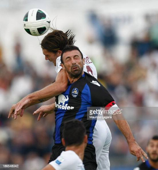 Federico Gerardi of Reggina competes for the ball in air with Marcello Cottafava of Latina during the Serie B match between US Latina and Reggina...