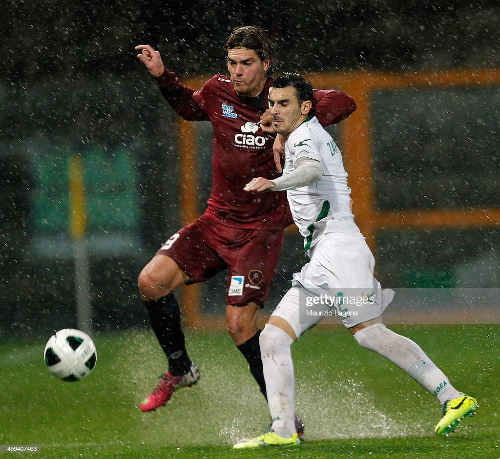 Federico Gerardi of Reggina competes for the ball with Davide Zappacosta of Avellino during the Serie B match between Reggina Calcio and US Avellino...