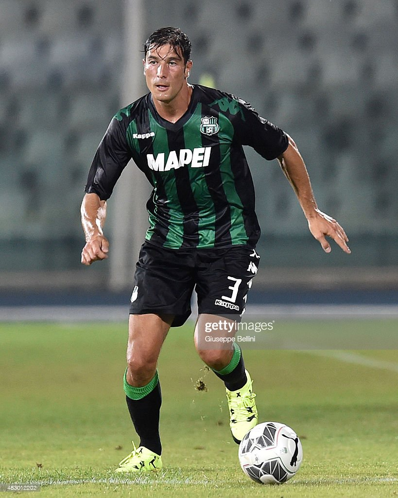 <a gi-track='captionPersonalityLinkClicked' href=/galleries/search?phrase=Federico+Peluso&family=editorial&specificpeople=6336600 ng-click='$event.stopPropagation()'>Federico Peluso</a> of Sassuolo in action during the preseason friendly match between Pescara Calcio and US Sassuolo Calcio at Adriatico Stadium on August 2, 2015 in Pescara, Italy.