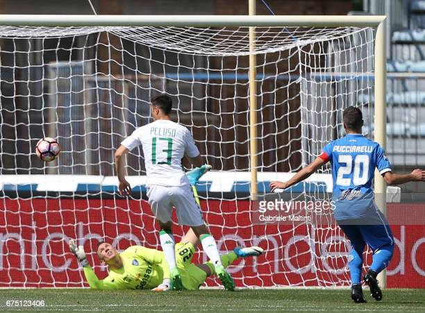 Federico Peluso of US Sassuolo scores the opening goal during the Serie A match between Empoli FC and US Sassuolo at Stadio Carlo Castellani on April...