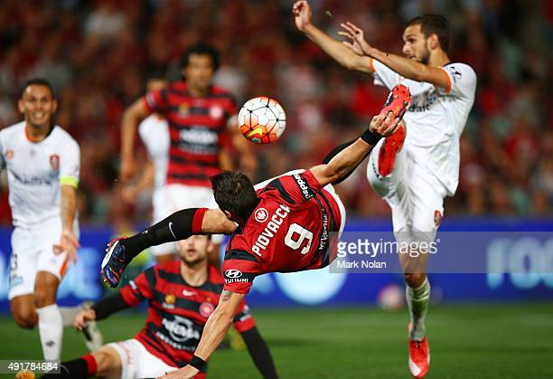 Federico Piovaccari of the Wanderers shoots for goal during the round one ALeague match between the Western Sydney Wanderers and the Brisbane Roar at...