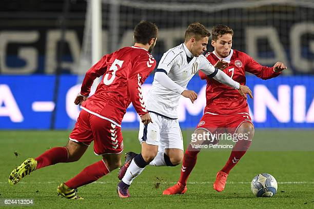Federico Ricci of Italy in action against Jakob Blabjerg and Andrew Hjulsager of Denmark during the International Friendly match between Italy U21...