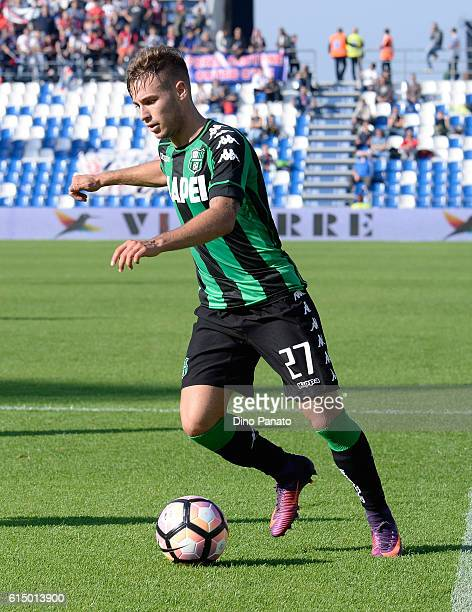 Federico Ricci of US Sassuolo in action during the Serie A match between US Sassuolo and FC Crotone at Mapei Stadium Citta' del Tricolore on October...