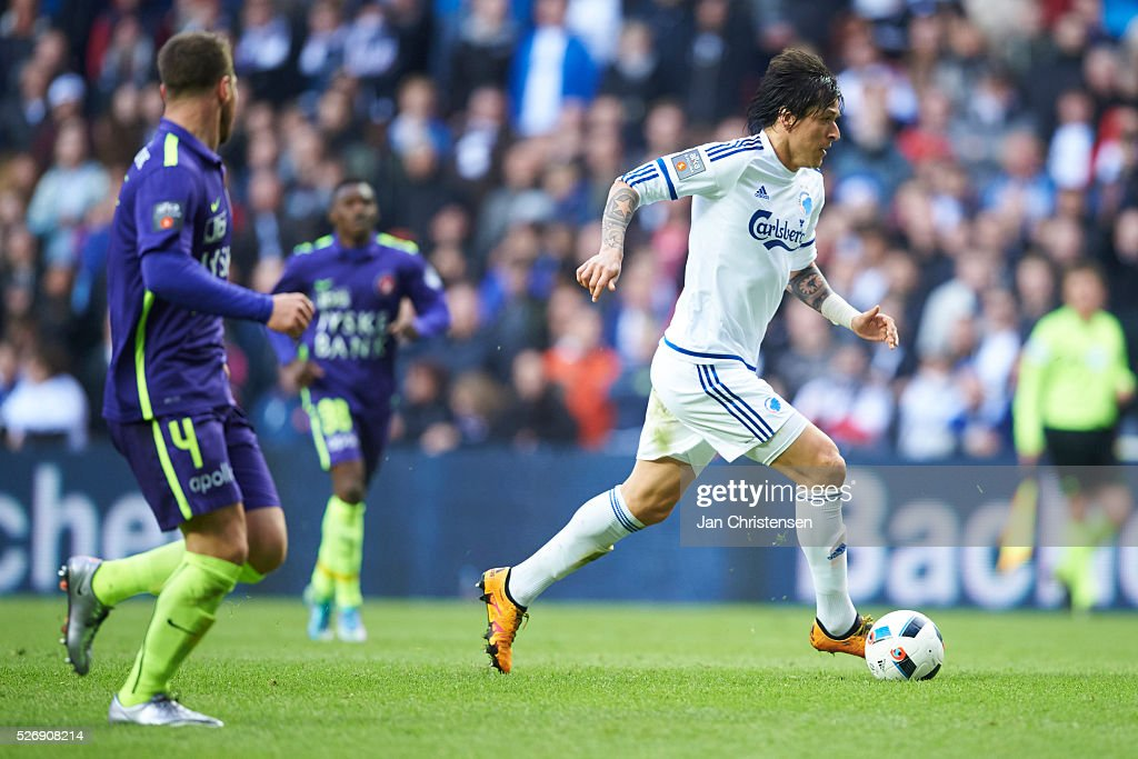 Federico Santander of FC Copenhagen in action during the Danish Alka Superliga match between FC Copenhagen and FC Midtjylland at Telia Parken Stadium on May 01, 2016 in Copenhagen, Denmark.
