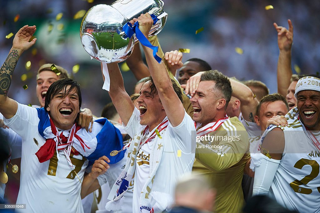 Federico Santander, Thomas Delaney and Stephan Andersen of FC Copenhagen lifts the trophy and celebrate with teammates as Danish Champions 2015/2016 after the Danish Alka Superliga match between FC Copenhagen and AGF Aarhus at Telia Parken Stadium on May 29, 2016 in Copenhagen, Denmark.