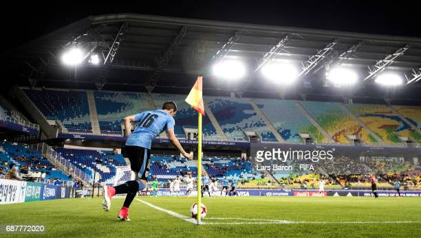 Federico Valverde of Uruguay kicks a corner during the FIFA U20 World Cup Korea Republic 2017 group D match between Uruguay and Japan at Suwon World...